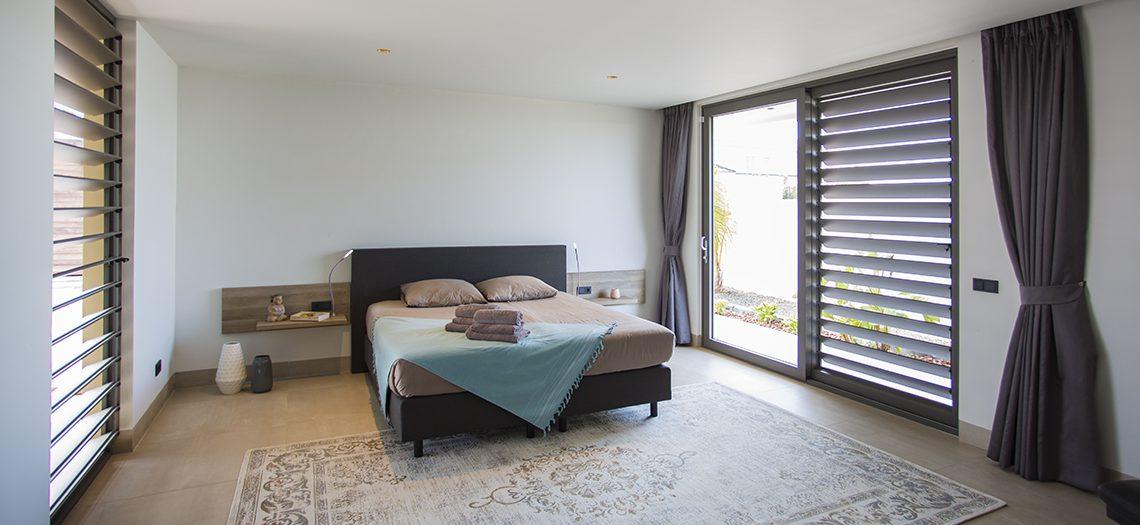 moderne slaapkamer villa curacao